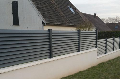 Cloture aluminium lames inclinees jouy sous thelle 1