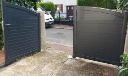 Portail 2 vantaux aluminium contre gris anthracite