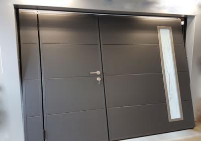 Porte garage basculante avec portillon et hublot