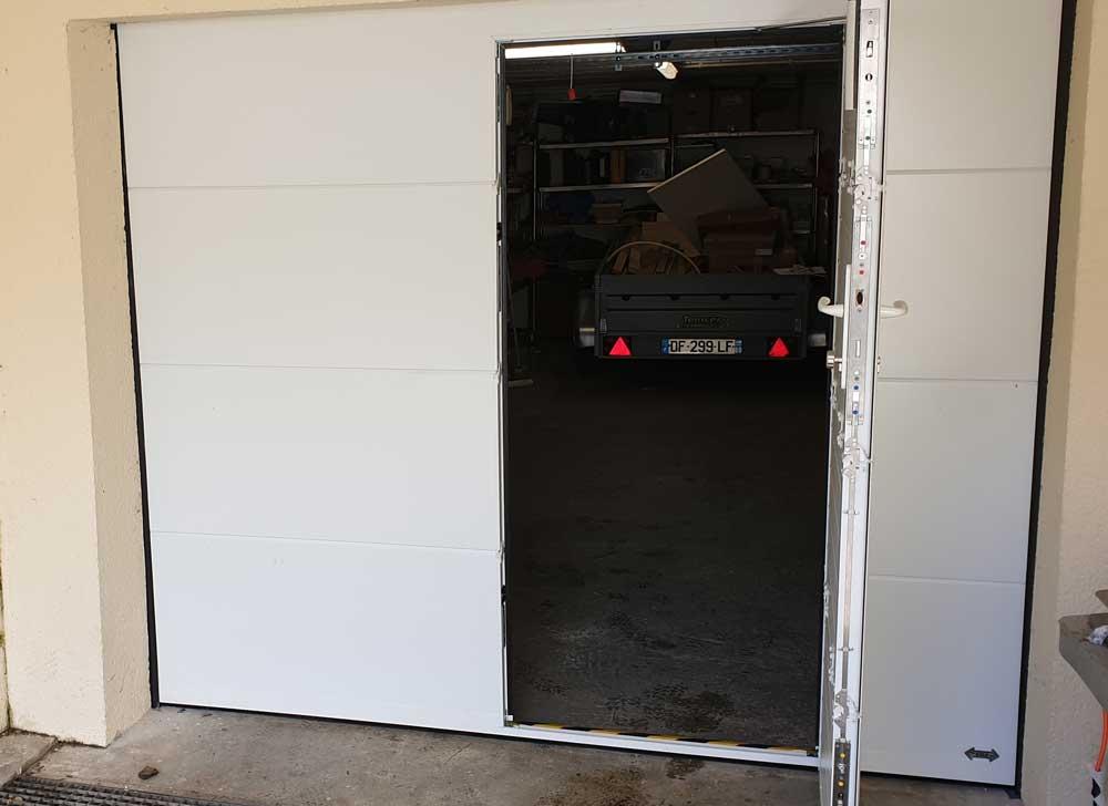 Porte garage sectionnelle portillon vue interieure