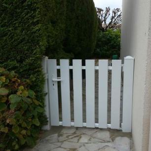 Portillon pvc blanc lames verticales pentrez  -Port marly 78560 yvelynes 1