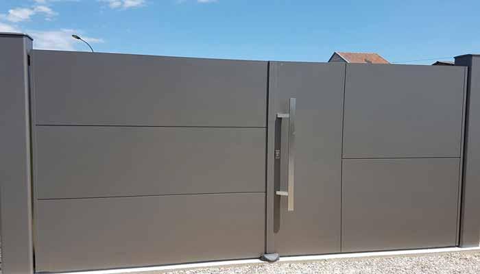 Portail en aluminium sobre et moderne de grande qualité
