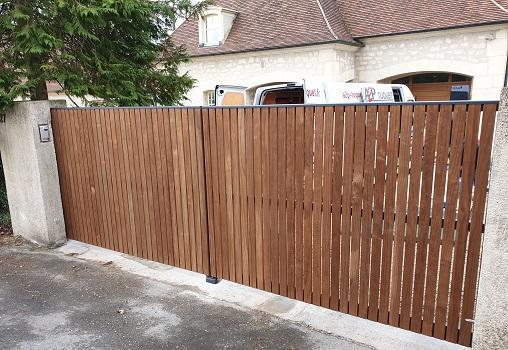 Portail bois aluminium coulissant